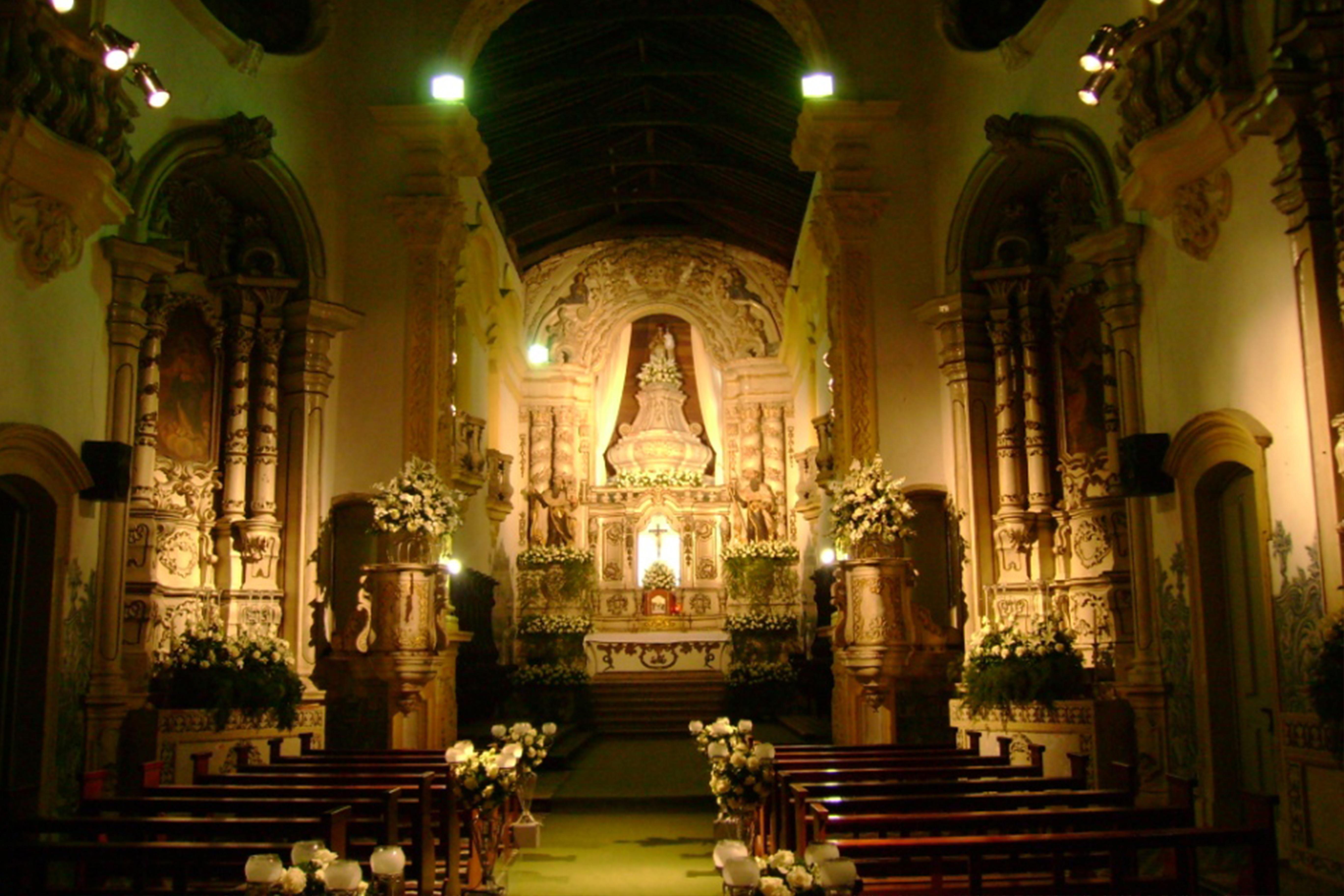 photo d'une église décorée pour un mariage portugais